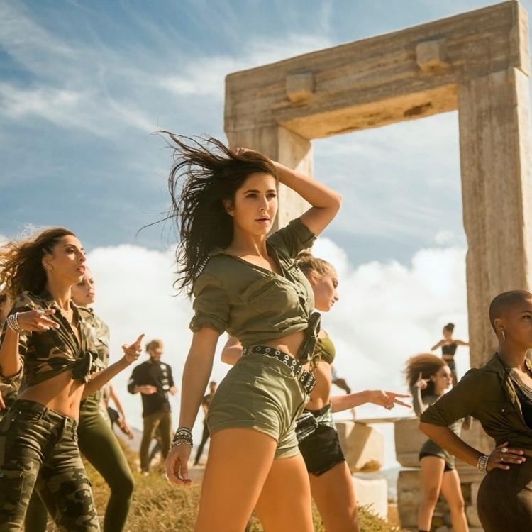 Swag-Se-Karenge-Sab-Ka-Swagat-New-Still-Katrina-Kaifs-SWAG-game-is-on-point-in-Tiger-Zinda-Hais-song